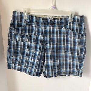 Columbia Womens Size 10 shorts